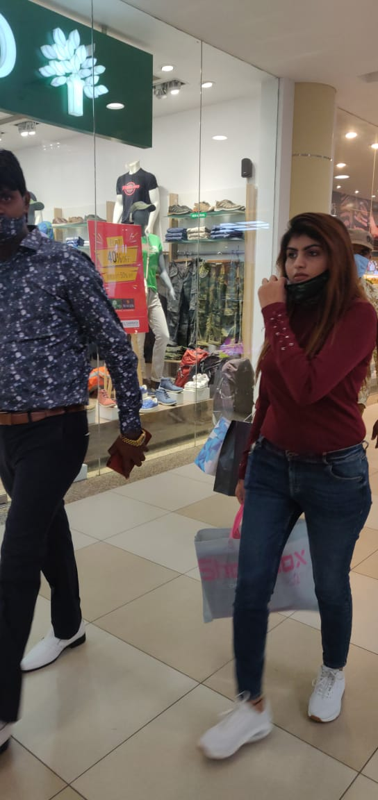 Amdavad One Mall at Vastrapur vacated and sealed by AMC for non-compliance of Pandemic rules