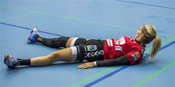 @EHFEURO @estavana @EHFEURO 😡 For God Sake! Estavana Polman's Birthday is the 5th of August! and she is facing an ACL operation!😷😓 Why not follow ⚽️🏀 or 🎾. Handball seems to be complicated!🤔 @davidsen_soren https://t.co/a47rrHkEMM