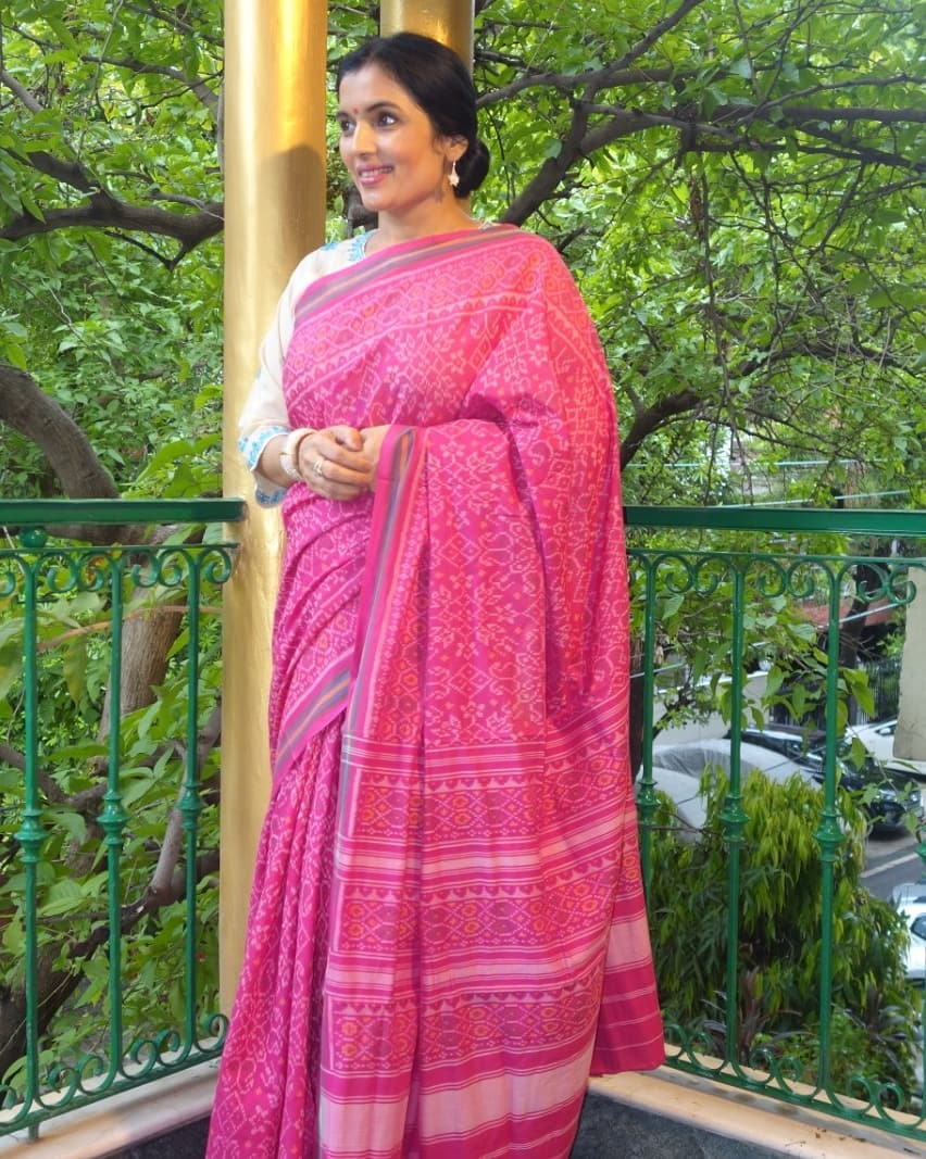 Tissue cotton patola saree. Look at the journey from of this saree from looms to you on our blog. http://www.kiransawhney.com/2020/08/tissue-cotton-patola-sarees.html… For more details, Contact: 919810530027 #fashion #tissuecottonsaree #cottonsaree #saree #sarees #fashionblogger #ethnic #RakshaBandhan2020pic.twitter.com/Lo3qMLSt7a