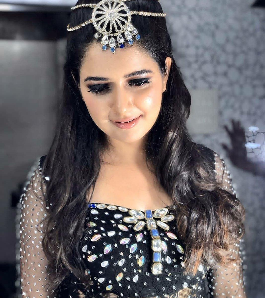 Gorgeous #Ashikaranganath   Follow @cinimall  #cinimall #Ashikaranganath #kannadaactress pic.twitter.com/GEFJQVWb1T