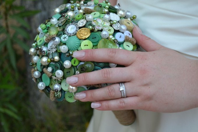 Gorgeous green button bouquet from @Buttonique  These are bespoke to the bride and contained buttons from the army for her fiancé.  - Available at  @Etsy  website http://etsy.com/uk/shop/WeddingButtonique…… #weddinghour #bouquet #wedding #bride #bridesmaid #lovepic.twitter.com/gnx89K5LQl