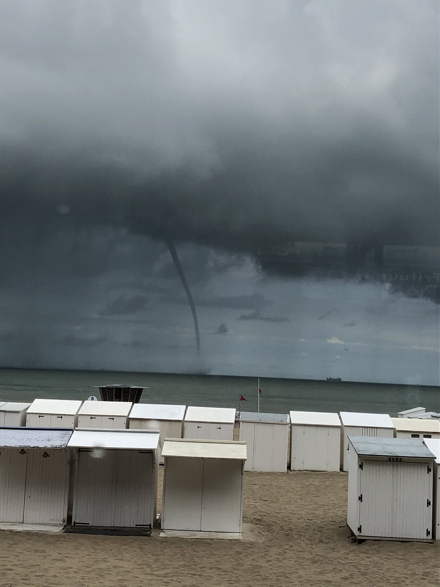 Windhoos in Blankenberge @frankdeboosere @DDehenauw https://t.co/oabqoyhRxJ