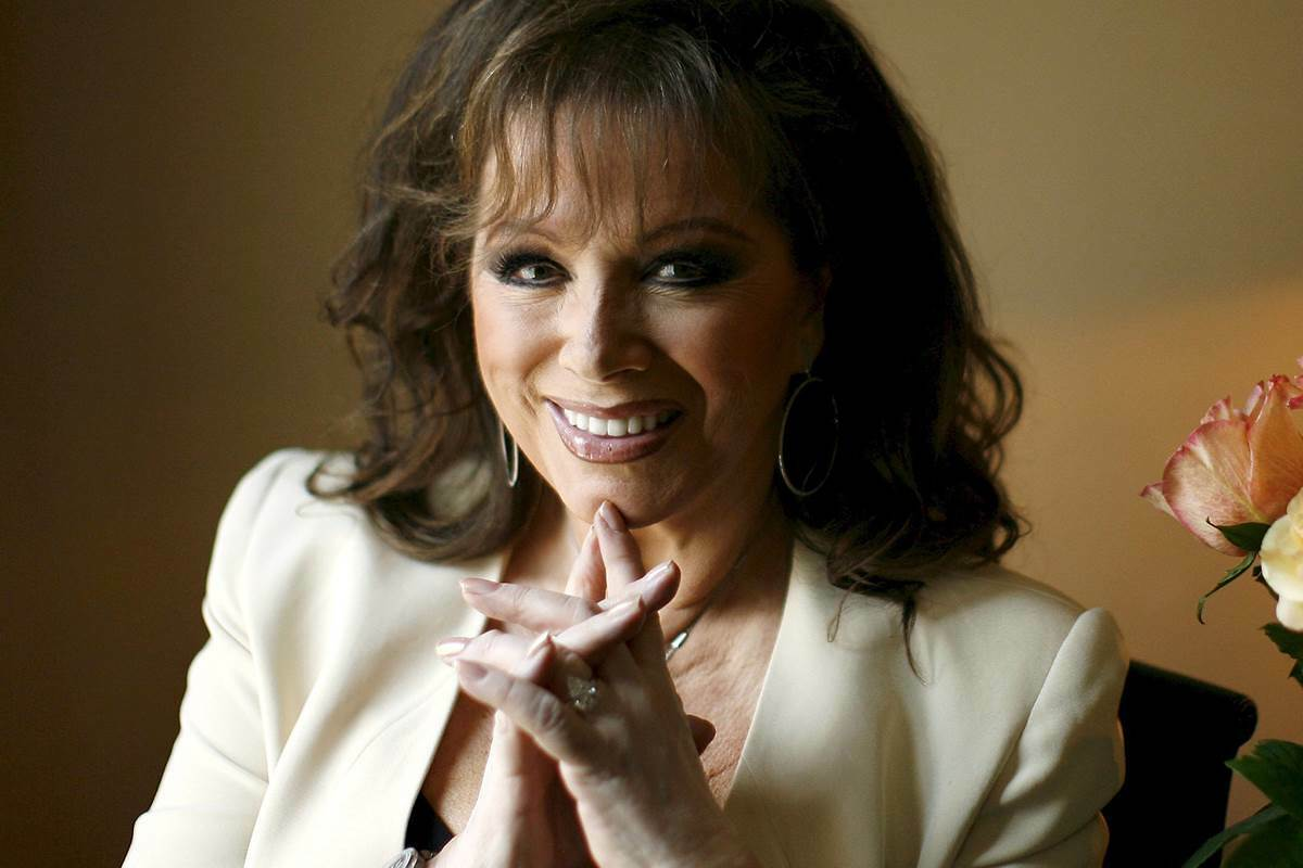 A Beverly Hills house owned by the best-selling author Jackie Collins is on the market for $16.95 million. http://cb1.so/exrlo4 pic.twitter.com/4vjzj1nGop
