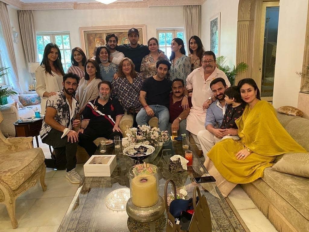 Rakshabnadhan Celebration at Kapoor Mansion........ . . . . . . . #kapoorkhaandaan  #armaanjain #aadarjain #ranbirkapoor #kareenakapoor #saifalikhan #taimuralikhan #aliabhatt #neetusinghkapoor #tarasutaria #bollywood #southasian #urbanasianpic.twitter.com/9w9xgCDC0f