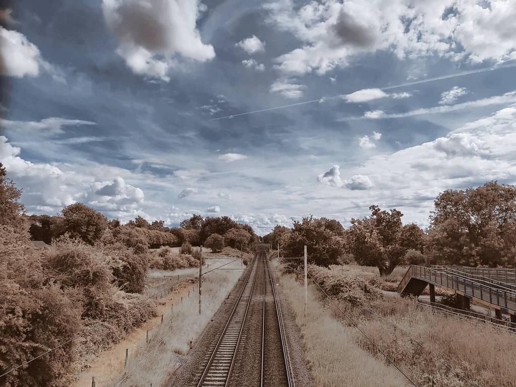 #sky #sunny #cloud #summer #outdoors #nature #traintracks #trainline #transport #photocrom #oneplus #oneplua8pro #oneplusphotocrom https://instagr.am/p/CDb49nvJqN_/pic.twitter.com/ZZUwPivpoE