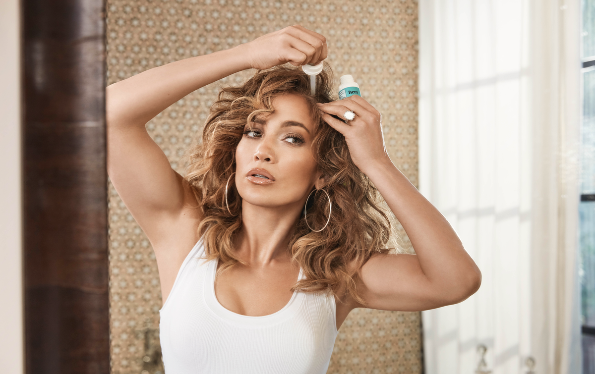 You hear about it everywhere: HOW does @JLo get those amazing locks? Turns out she's had the same secret for years: minoxidil. Applying just a few drops of this serum to the scalp on the regular can help regrow thicker, healthier hair. https://t.co/wOZ71zd2nD https://t.co/lKRMt4PLYa