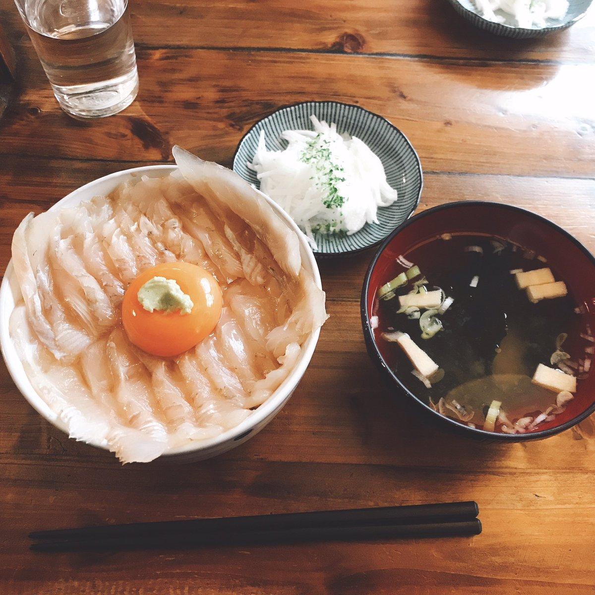 @bosyu_me 青森は八戸にある みなと食堂の平目丼 がオススメです!