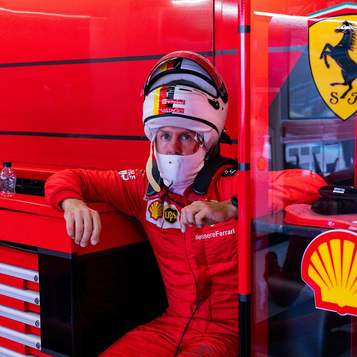 👀🥰  #BritishGP 🇬🇧 #Vettel #SV5 https://t.co/rsmpJy4hPm