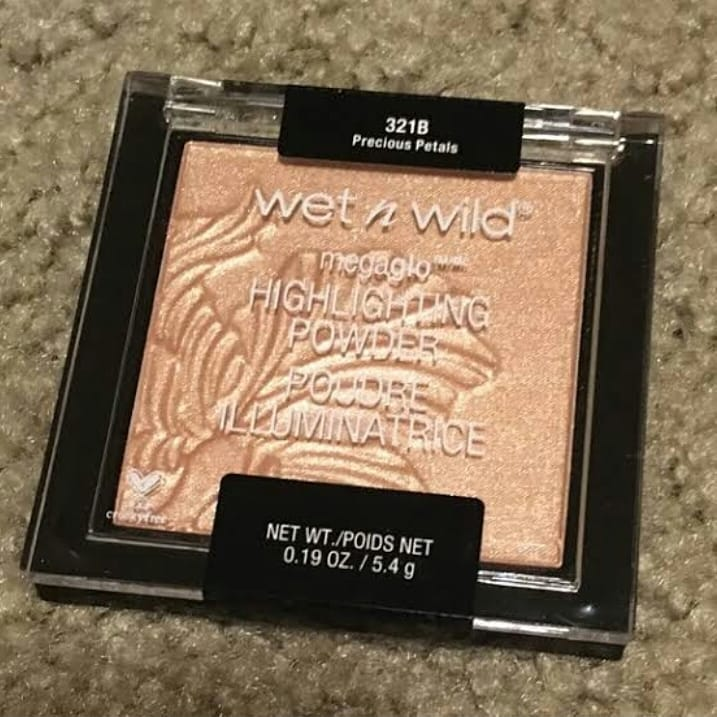 This Icon Ombre Blush by Wet n wild! It gives beautiful fresh and peachy pink look and Blendable, It is available in two shades and I picked up this pretty shade called the princess daiquries  And another one is Mai Tai Buy A Drink.   #easymakeup #everydaymakeup #skin  #makeuppic.twitter.com/DOS7CBH3OF
