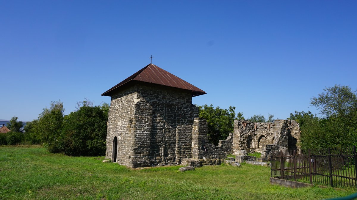 The ruins of a monastery from the middle age.  #Hungary #Travel #travelphotopic.twitter.com/7kDxl1KQ32