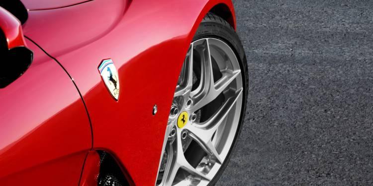 🚘VROUUM ! #Ferrari n'échappe pas à la crise. Le géant italien des voitures de luxe a revu à la baisse ses prévisions pour 2020 avec un chiffre d'affaires supérieur à 3,4 milliards d'€, contre une fourchette entre 3,4 et 3,6 milliards en mai et + de 4,1 milliards avant la Covid. https://t.co/66xsmELdFU