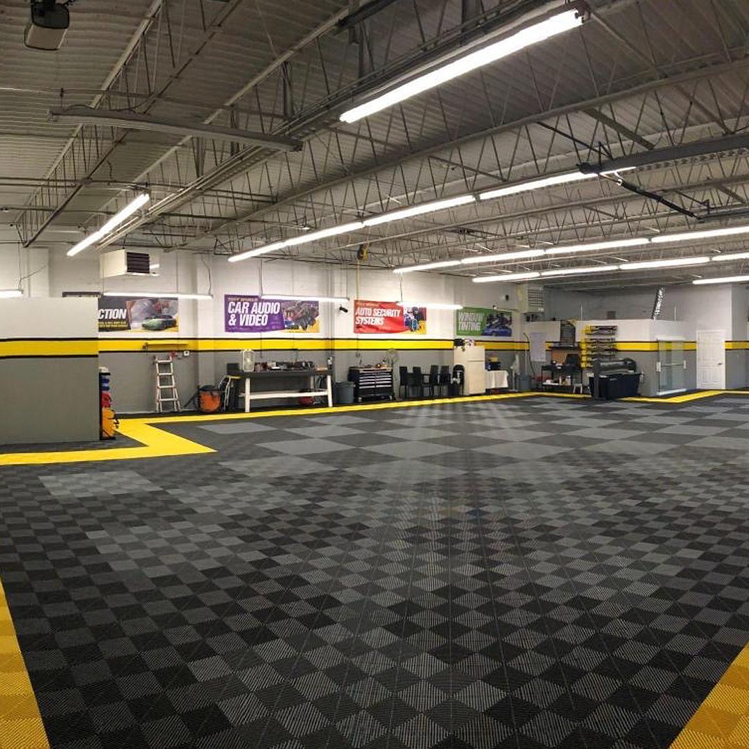 The amount of sq.ft. that was placed in Tint Worlds warehouse is super impressive. They sure maximized the flooring option here. . . . #Details  #Swisstrax #ModularFlooring #ShopGoals #Ribtrax #JetBlack #SlateGrey #CitrusYellow https://t.co/F7pi2OepHx