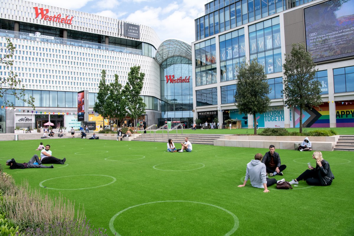 Westfield London Launches Outdoor Bar W12 & Film Club. Find out more here ➡️https://t.co/icBIEe8kFh @westfieldlondon #Westfield #retail #retailnews #SocialDistancing #London #FilmClub https://t.co/3smTfk5TlX