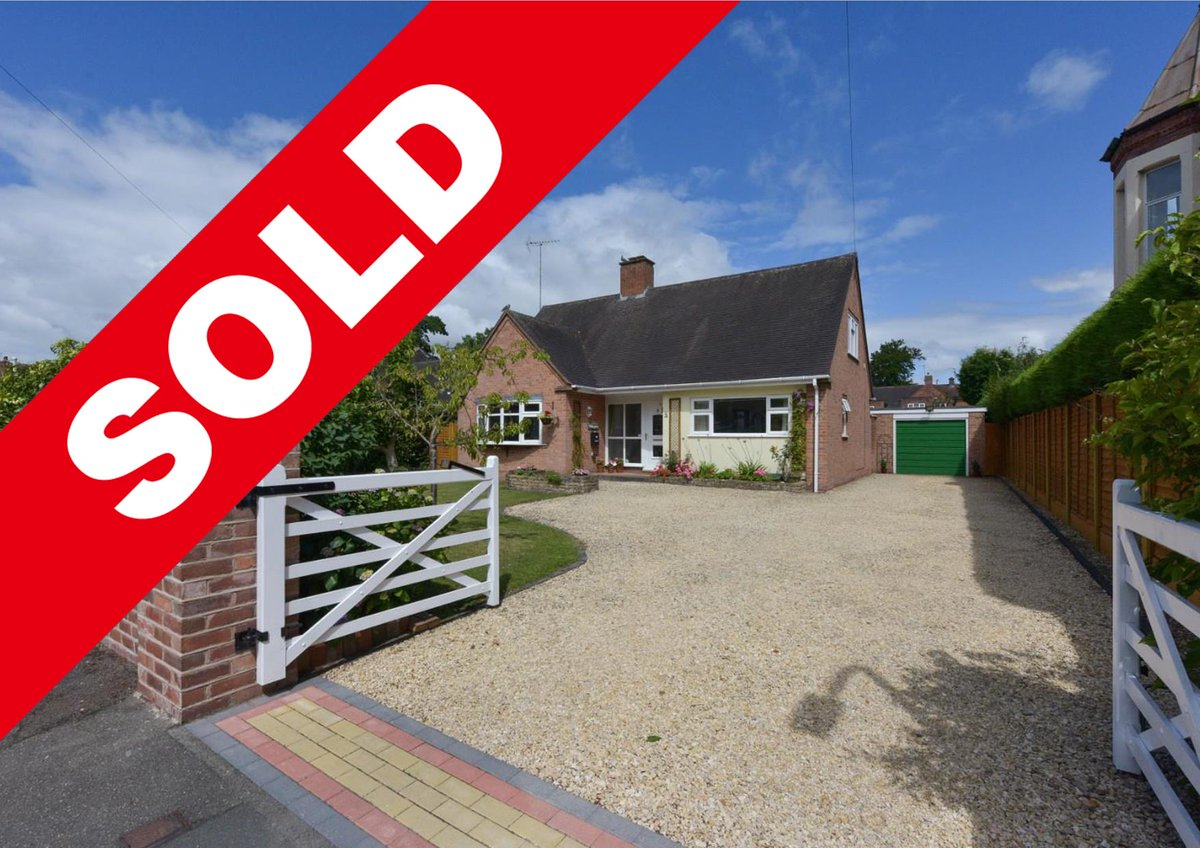 SOLD! Linden Avenue, Kidderminster, DY10 3AA - If you are thinking of selling then call us now on 01299 400555 to book in a valuation. pic.twitter.com/blYTYgU3Ac