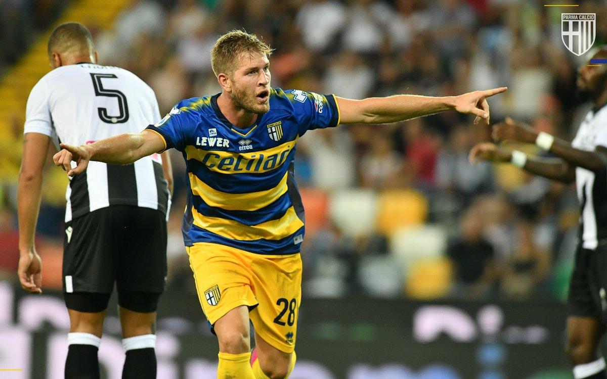 Finito il campionato, riviviamolo attraverso le sue tappe fondamentali! 🔙💛💙 La vittoria di Udine è il primo dei nostri #ParmaMoments 📝➡️ bit.ly/moments-udipar #ForzaParma