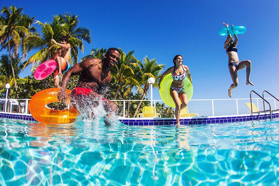 Cleaning your pool is far from fun and can take time out of your day. Dolphins advanced technologies make for a quick and efficient pool cleaning solution, doing all the hard work for you. Put a Dolphin in your pool and make time for what really matters- fun!#MaytronicsUS https://t.co/OvvdufAofP