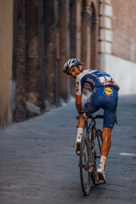 The best photos from the men's Strade Bianche through the lens of Chris Auld https://t.co/CgRDKEI7bE https://t.co/B1BoM1aPTg