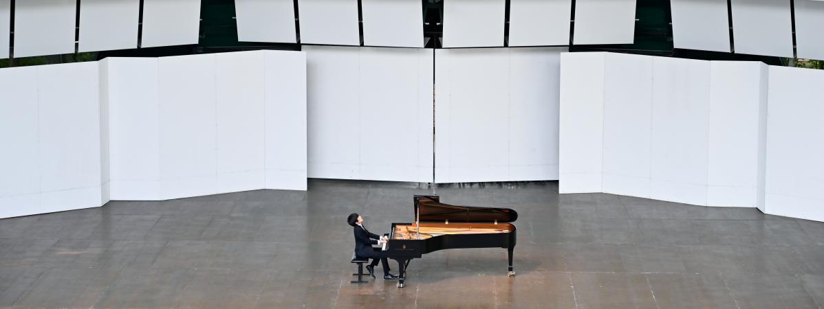 """""""C'est la culture qui résiste"""", se félicite le maire de La Roque-d'Anthéron qui a pu maintenir son festival international de piano  https://t.co/BxzaZ3mbwk https://t.co/ucUDaKtXqi"""