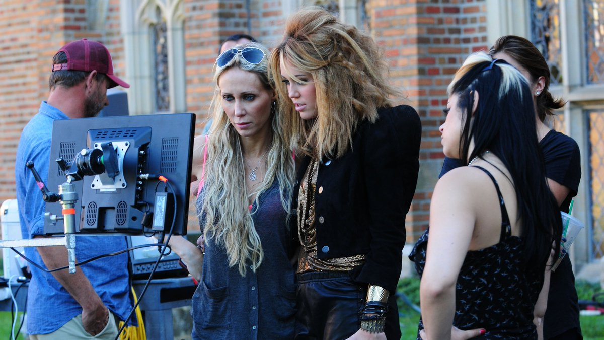 Mileycyrus Uk On Twitter Gallery Update 84 Hq Photos From The Set Of The Who Owns My Heart Music Video 16th August 2010 Newly Released Https T Co Erxozrvvec Https T Co Luxdrvzbi5