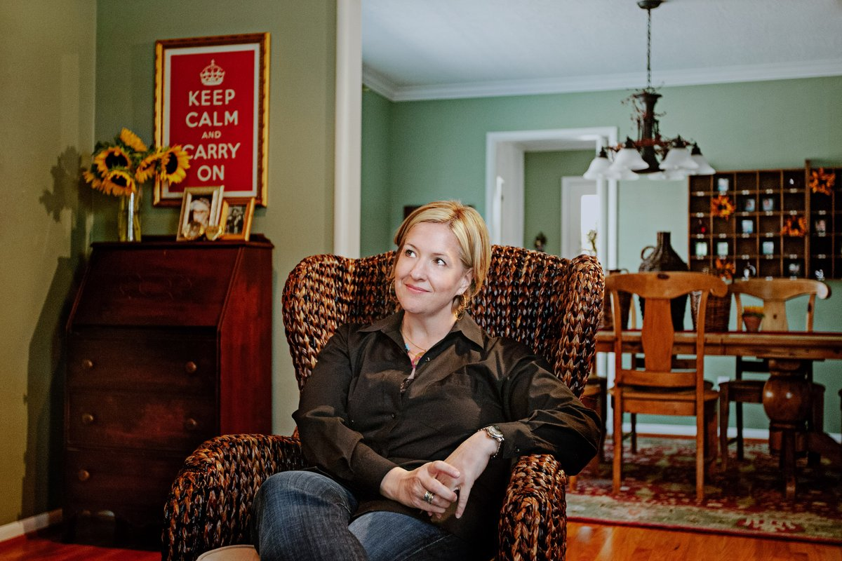 Ten years ago today, I shot this portrait of @BreneBrown. I've photographed Presidents, artists, athletes, and astronauts, but none have had the impact on my life that Brené has. If you haven't read her books or listened to her talk, you should.pic.twitter.com/spScbE7Tcm