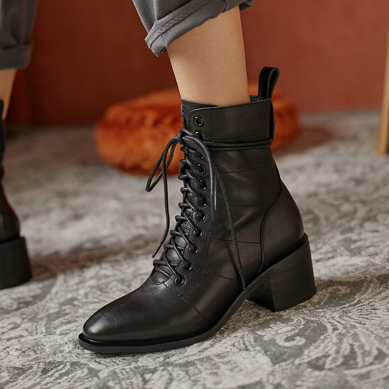 #chiko #chikoshoes #shoes #fashion #style #2020 #streetstyle #chic #trend #streetfashion #pumps #sandals #boots #loafers #oxfords #flats #highshine #metallic http://www.chikoshoes.com/shop/chiko-hieremias-round-toe-block-heels-boots-2/…pic.twitter.com/BH40or8Ylk