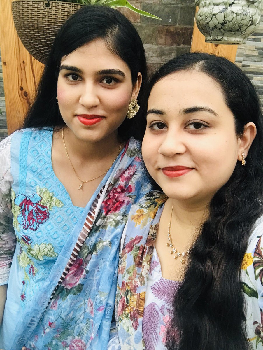 My best friend @fatima_zoya26 resembles the Chic Makeup Stick because she's is admirably flawless and RadiantJust like she protects me #OliviaCosmetic Make-up-Stick will give her the Gorgeous Beauty look n protect her from UV rays all day long#FeelBeautiful #FriendshipDaypic.twitter.com/0YhrXGsvep