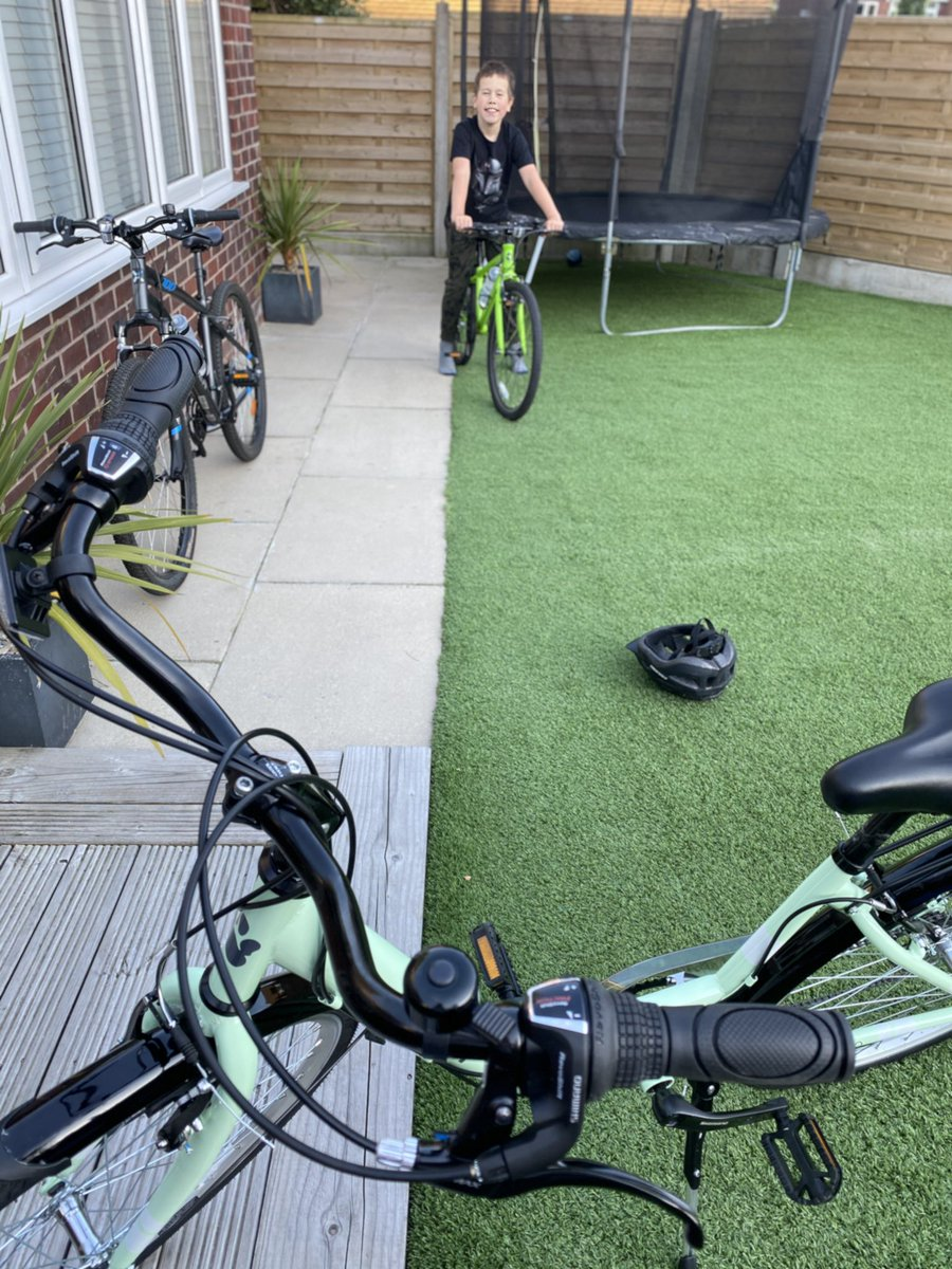 Day 3 of #WeActiveChallenge some weedy strength training  and maiden voyage on my lovely new bike - haven't cycled since I was a teenager.. loved it! #AHPsActive @WeAHPs #practicewhatweteach #newchallenge #DEHWI @UoS_Physiopic.twitter.com/T7oJtETIeP
