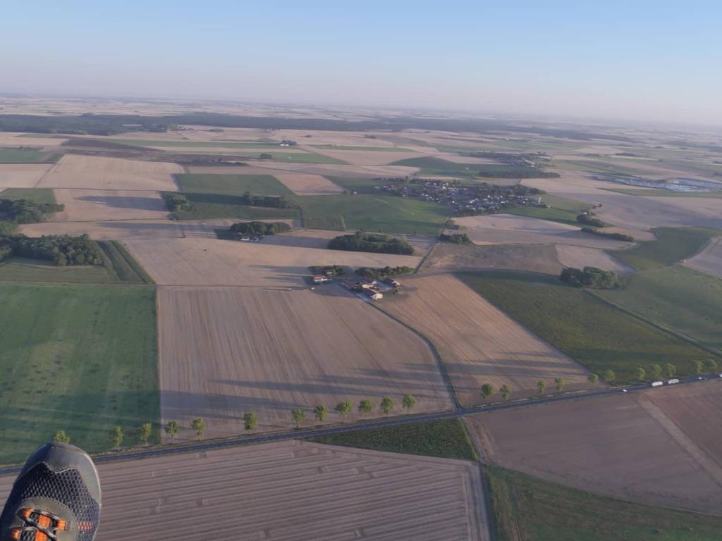 Le pieds (en vol !) . #vuduciel #vueaerienne #aerialview #aerialshot #paramoteur #paramotor #paratrike #aerialphotos #funflyer #Adventureparamotor #Adventureparamoteur #paramotore #paragliding #paraglidinglife #paramotoring #dept77 #dansle77 #seineetmarn… https://t.co/SXsMEjEACq https://t.co/b92l1qtF9r