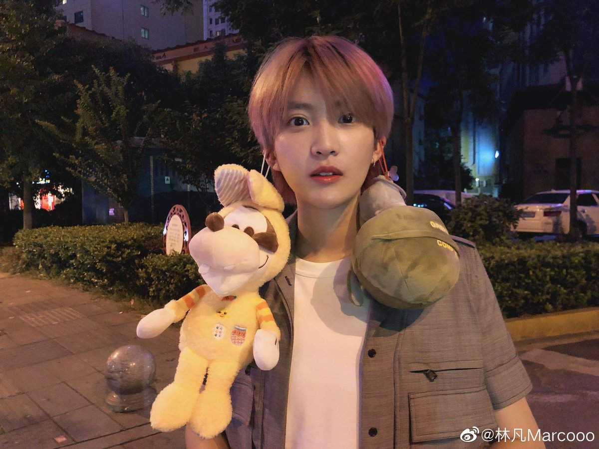 "[Marco - Actualización Weibo] 03-08-2020  Traducción: ""Finalmente, Changsha""  #Marco #marcolin #linfan #fanxyredmarco #Fanxyred #acrush #ffcacrush #toventertainment #diamond #diamonds #girl #china #chinese #chinesegirl #asian #asianmusic #tomboy #tomboystyle #cpop #kpoppic.twitter.com/rTIjE5frGN"