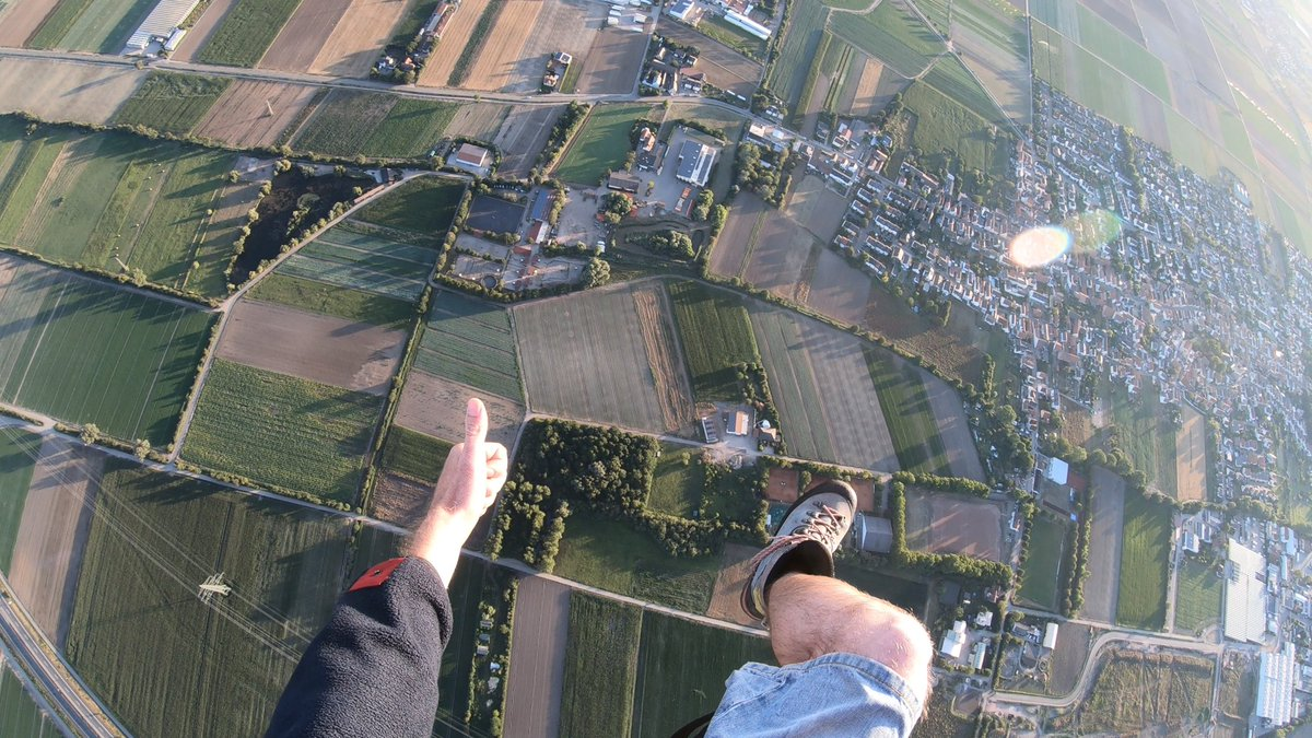 👍 thump up for this view 😎. Real flying #paramotor #motorschirm #AvGeek #aviation https://t.co/m4EmHqt4D8
