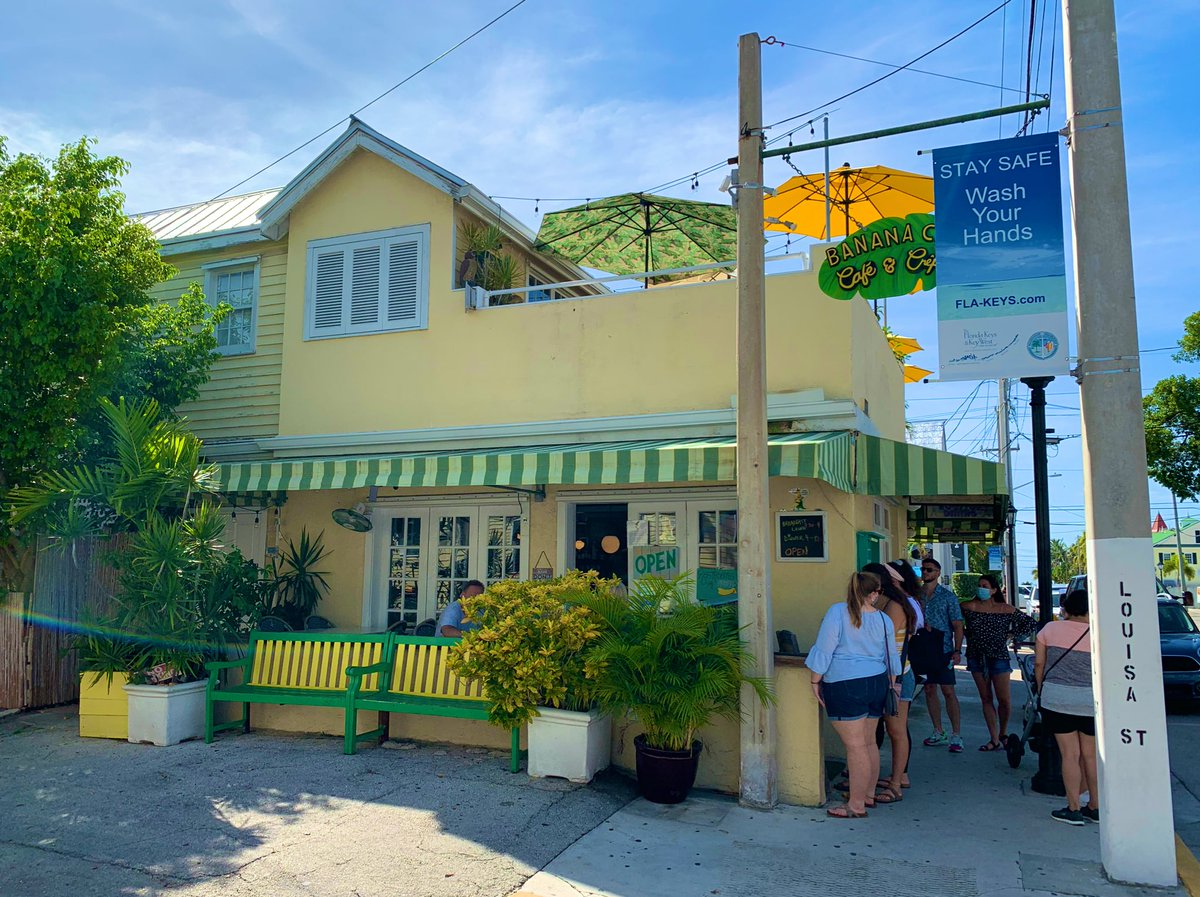 David went diving this morning, and I decided to have breakfast at Banana Café. Their seafood omelette is to die for 👌🏼 We may be eating there again tomorrow morning 😜 #SashaEats #SashaInTheKeys #Eater #FoodieTravels #Foodspotting #FL #CulinaryGlobetrotter