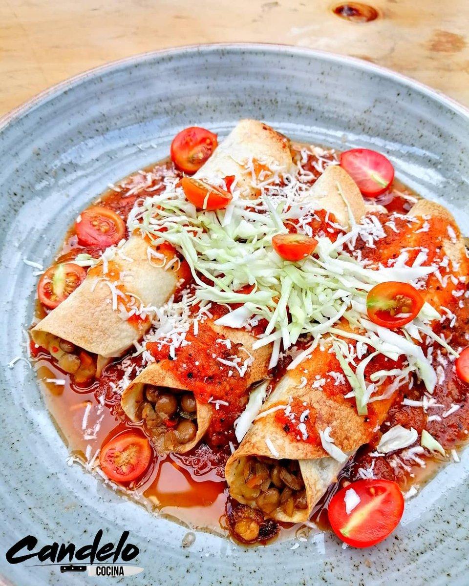 Tacos ahogados con Lentejas y Salsa Tatemada ~  Receta: https://www.instagram.com/p/CC7GgLbjdKt/  #recetas #recipes #receta #colombia #cali #comida #food #foodie #yummy #delicious #instafood #gastronomia #chef #tacos #RecipeOfTheDay #recipepic.twitter.com/dJNjd7VrLU