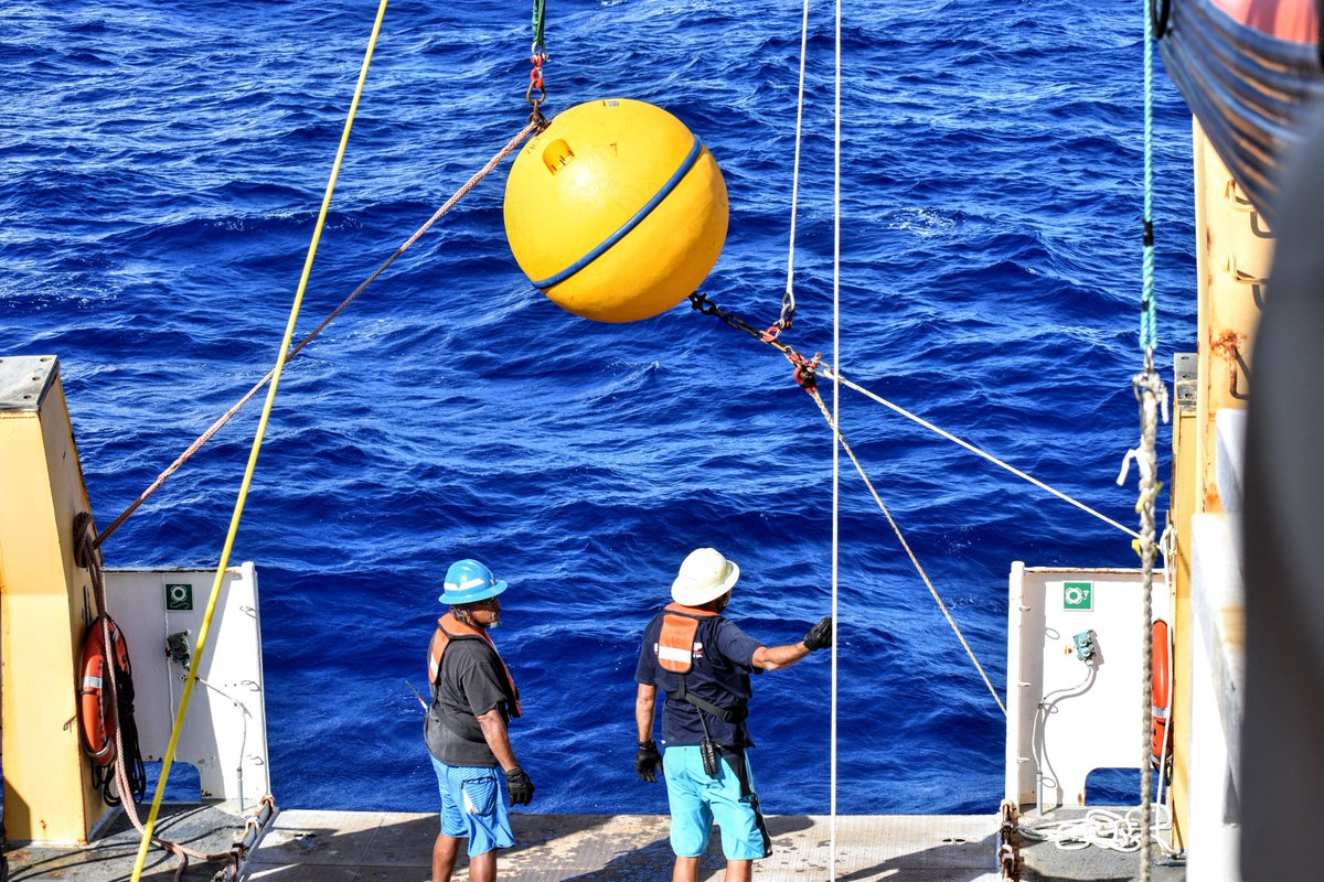 """#PhotoOfTheWeek Bringing Up Buoy: """"We use GPS to find a buried hydrophone in middle of the ocean, send a signal down 4000m to a buoy anchored to the seafloor, cut the buoy loose remotely & have it come up to the surface near the ship where we can find it."""" http://tinyurl.com/TAS-PoWpic.twitter.com/IPQLAGE4ys"""