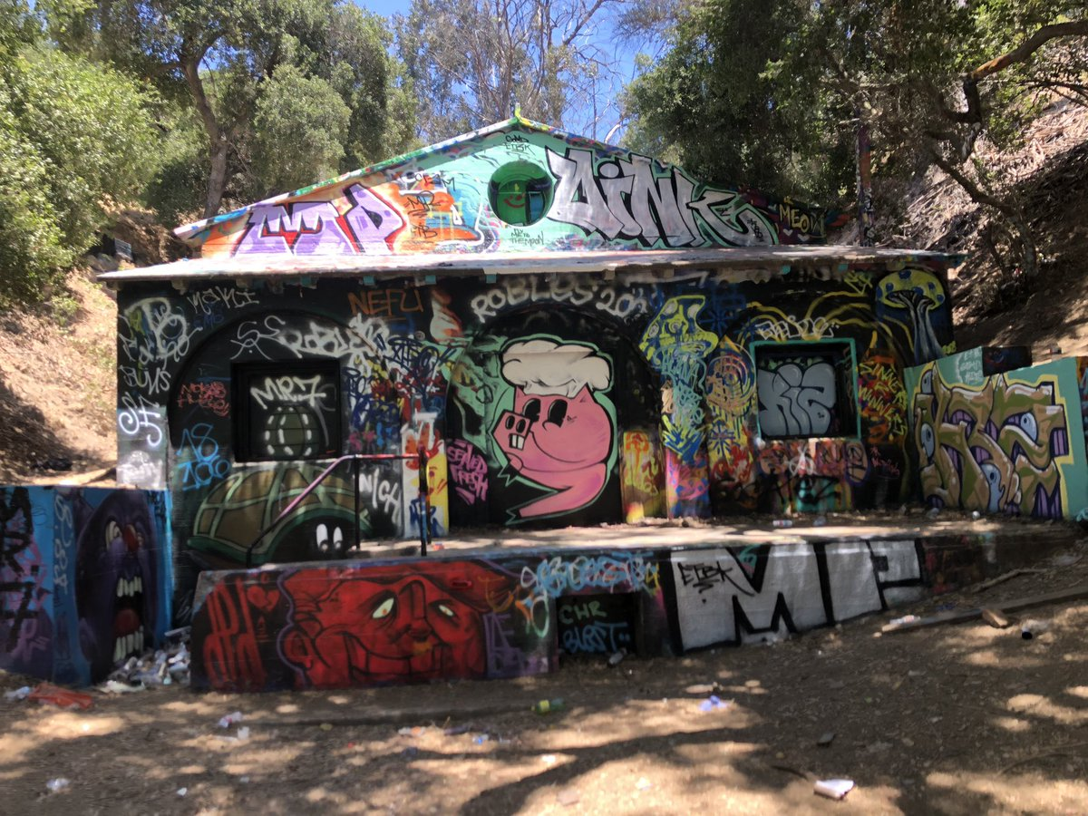 Abandon nazi camp but the this art peace is worth the post #art #LosAngeles pic.twitter.com/AevZrevCoJ
