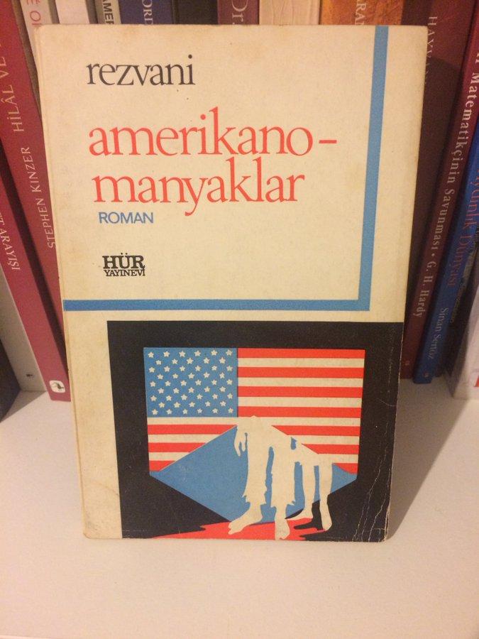 Yeri gelmişken, bu kitabın çevirmeni de Adalet Ağaoğlu. Çok da komik bir romandır. https://t.co/Vp8aw5Xjv0