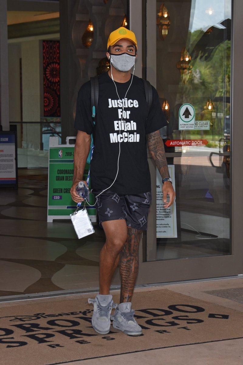 .@thats_G_ wearing the Kaws x Air Jordan 4 🔥 https://t.co/TuelAhTBje