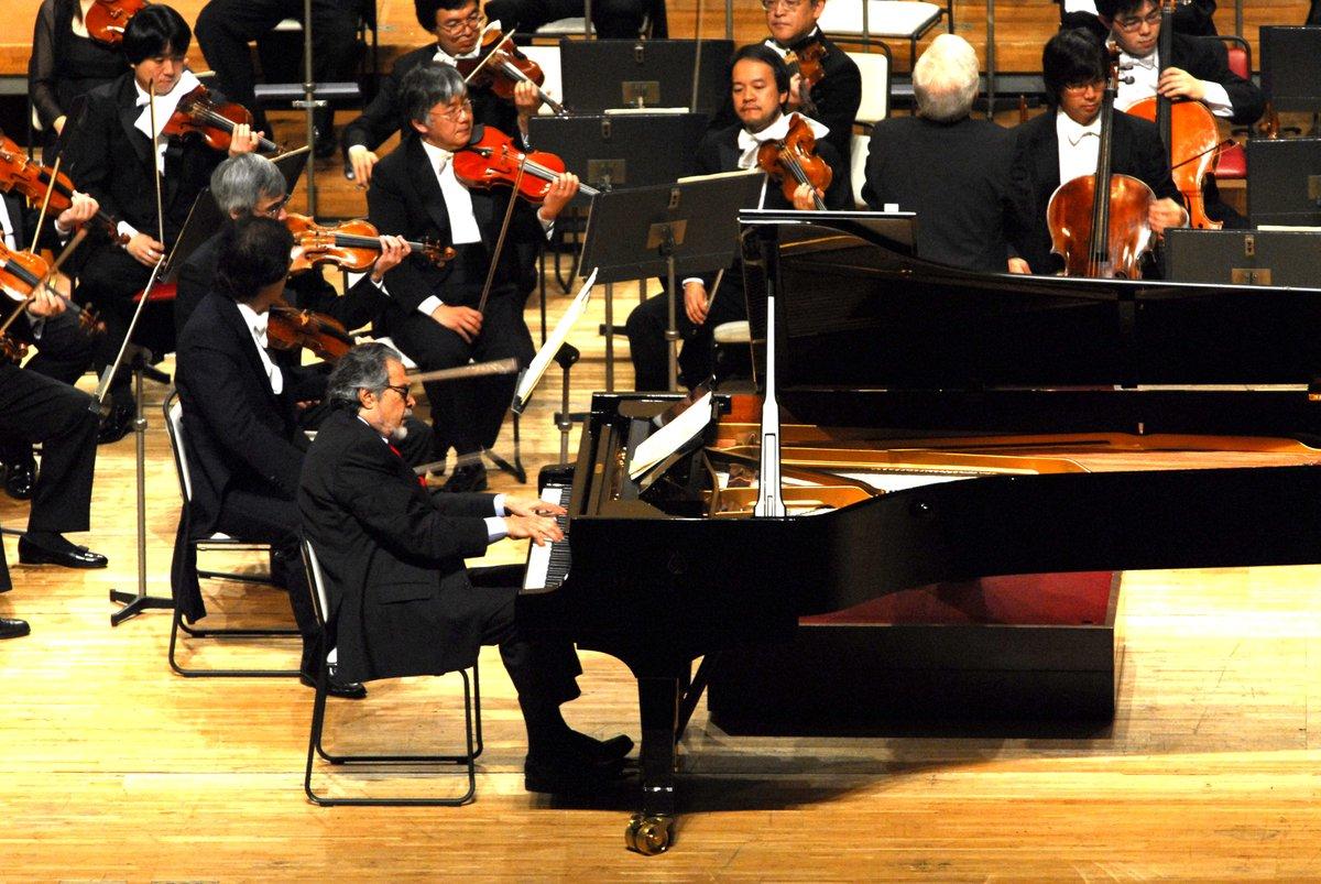 「左手のピアニスト」として活躍し、その後、病を克服して両手での演奏を再開した、レオン・フライシャー氏が逝去されました。N響とは2006年「創立80周年記念演奏会」をはじめ、2度共演。作品の本質に迫る演奏で、私達に強い印象を残しました。心より哀悼の意を表します。