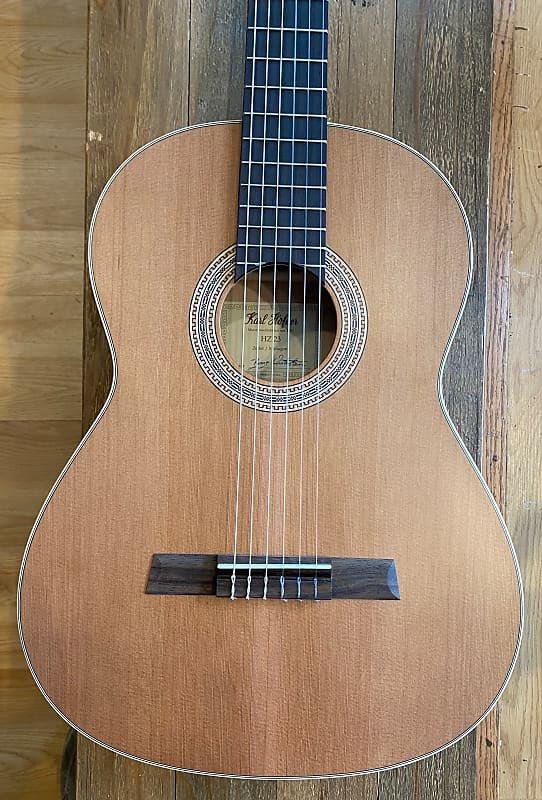 The Hofner HZ23 is a beautiful handmade guitar that allows all musicians access to quality workmanship and sound. A great beginner classical guitar, found on our reverb page. #classicalguitar #guitar #hofner  https://reverb.com/item/33837678-hofner-hz23-2019-natural-matte-cedar…pic.twitter.com/albxa0AAef