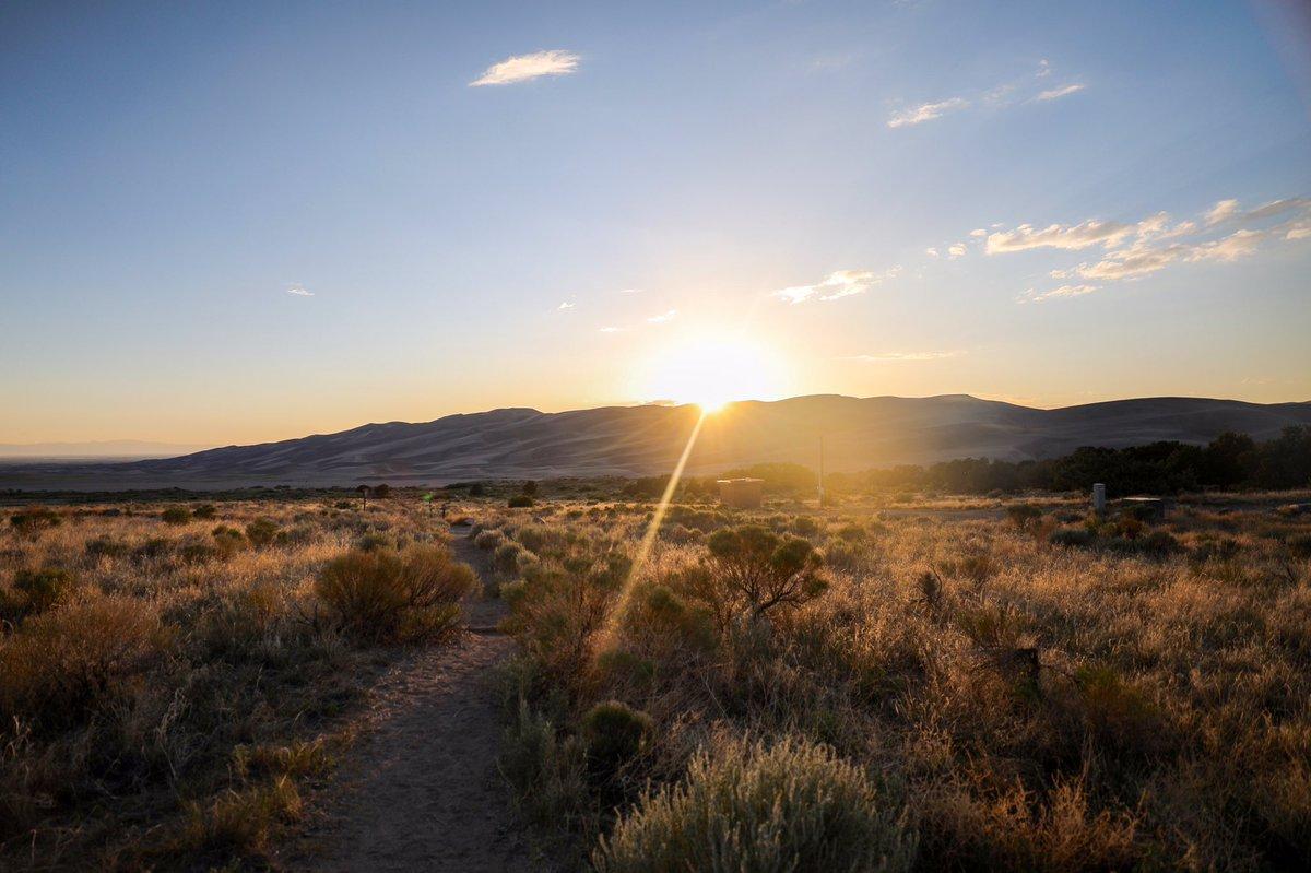 Transported to another world. @ Great Sand Dunes National Park  #greatsanddunesnp #colorado #NationalPark #FindYourPark #getoutside #explore #neverstopexploring #summer #roadtrip #travelresponsibly #adventure #travelphotography #nature #sanddunes #sunset #campingpic.twitter.com/SfWGxNhXSj