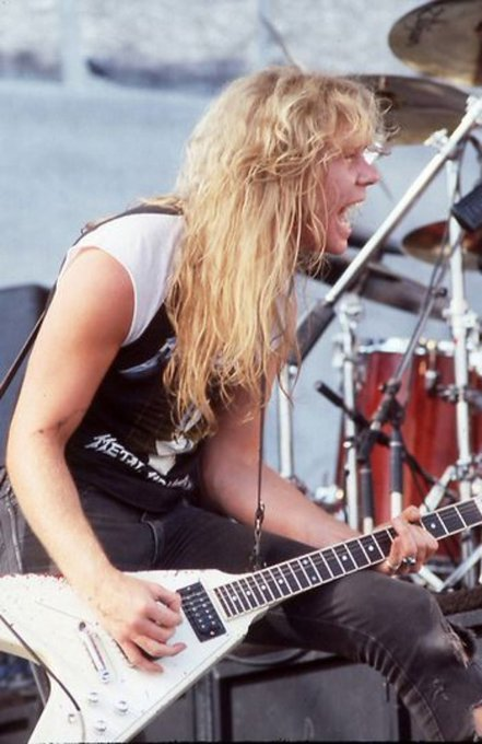 Happy birthday to one of my favorite frontmen of all time James Hetfield.