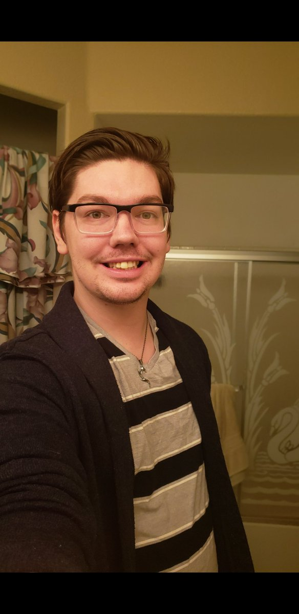 26 and I'm decent looking. I mean I'm only half way to my golden years so I'm making decent progress xDpic.twitter.com/1MmWGY4ln5