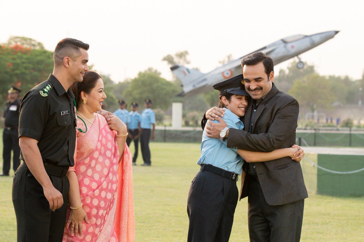 Thanks to Pankaj Tripathi, the average acting skill score of this pic is 2.5 out of 10. pic.twitter.com/tSS5cF8pLs
