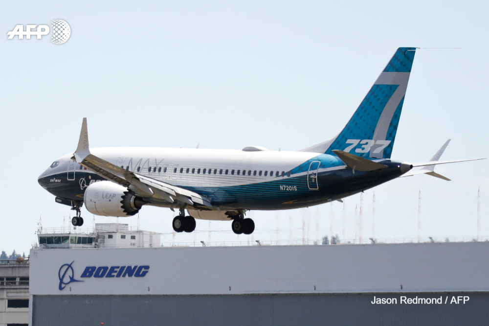 US aviation regulators spell out new requirements for the Boeing 737 MAX before the grounded jet is permitted to fly again https://t.co/lAQuBsL6uI https://t.co/xYHovJaafZ