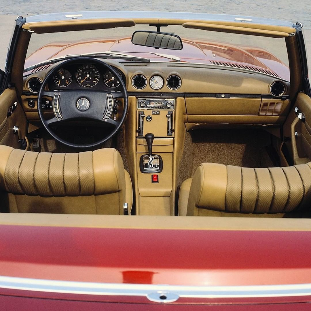 A classic, timeless interior. The Mercedes-Benz 350 SL from the R 107 series is the roadster for every-day use.  #MBclassic #R107 #MercedesBenz  via @MB_Museum https://t.co/IORlMWtqVY