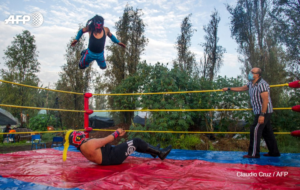 "Driven from their spectator-filled stadiums by the coronavirus, Mexico's ""lucha libre"" wrestlers have taken their flamboyant costumes and acrobatic maneuvers to an unlikely new battleground immersed in nature https://t.co/Iu9Q5Kk4Nw https://t.co/xMX2dGut5A"