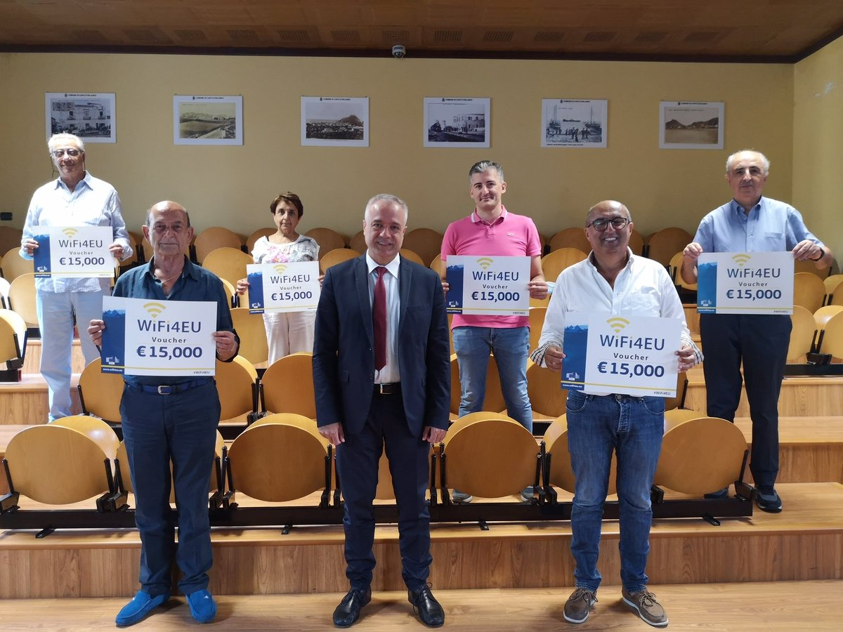 In the beautiful setting of Capo D'Orlando , Franco Accordino met some of the #WiFi4EU beneficiaries in Sicily to discuss #connectivity, digitalisation, and opportunities for tourism, education and health pic.twitter.com/dhKup4ThEZ