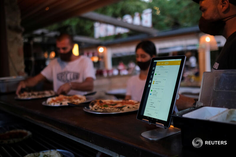 This restaurant in Spain is pioneering a dining experience that allows customers to avoid most face-to-face contact with staff and minimize the risk of coronavirus contagion https://t.co/EzAevp2Zo6 https://t.co/dvejtdlB5J