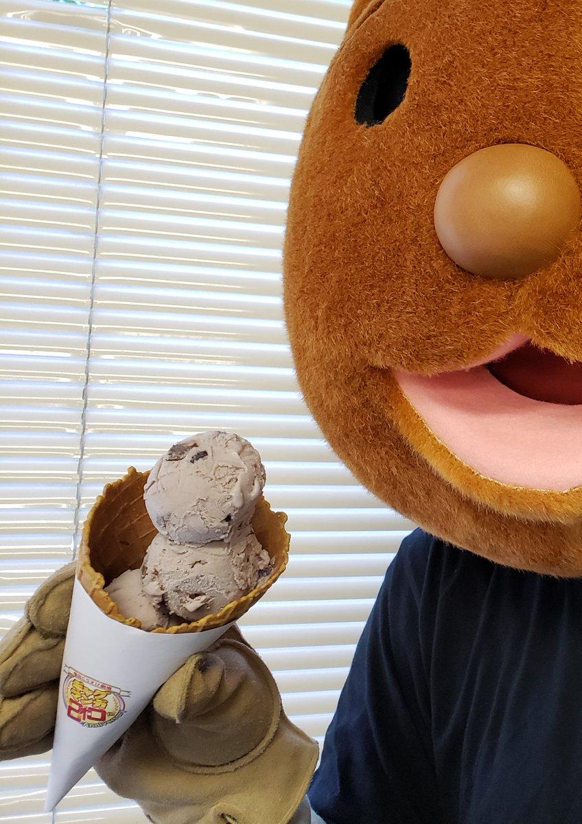本格的に暑くなりましたね…そんな日こそアイスですよ‼️(2回目)というわけでアイスを買いに向かったクマ吉くん。お味はもちろん…大納言あずきと大納言あずきと…大納言あずき!!🍨皆様も、ひんやり楽しくギャグ日ワールドを体感してみては…⁉️#3段大納言あずきアイスチャレンジ