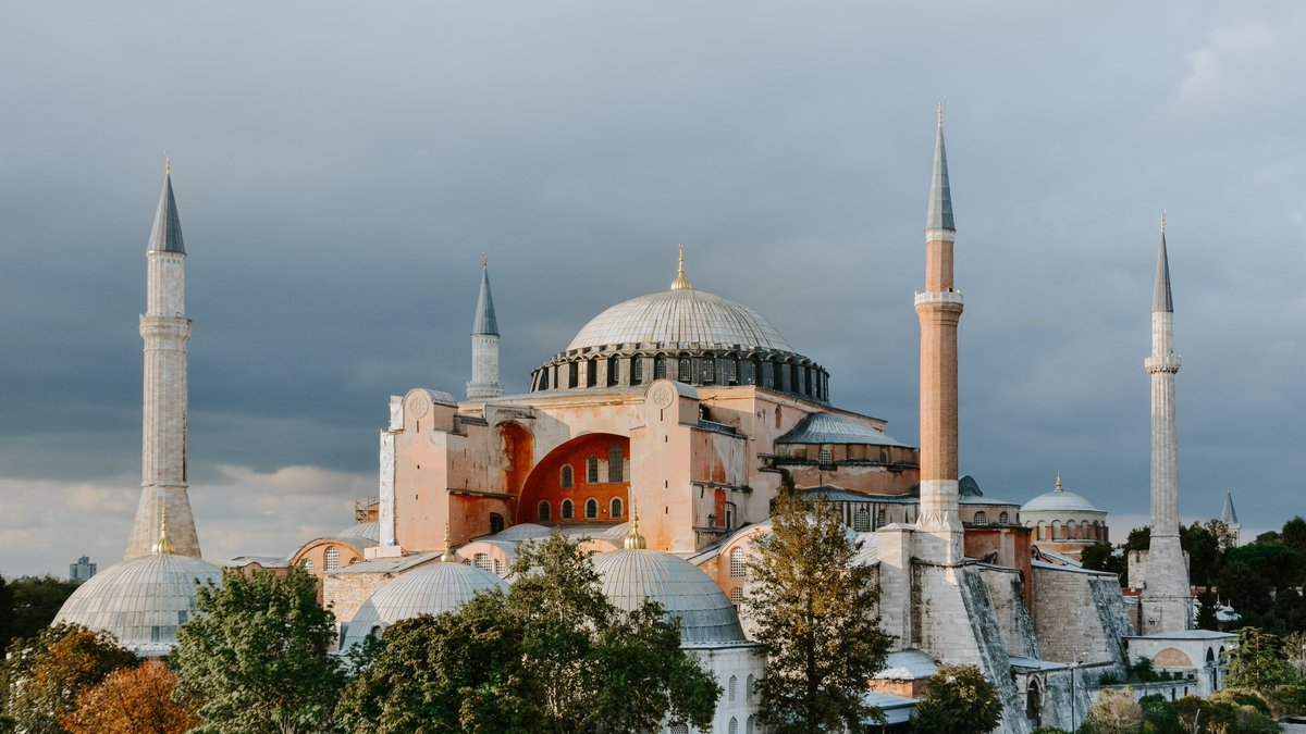 #HagiaSophia should be preserved by the Turkish government as a space for the meeting of cultures, uniting people – @UNSRCulture & @ahmedshaheed. The experts are concerned that changing the status of the monument may put Turkey's cultural heritage at risk: ow.ly/aroq50AQ40D