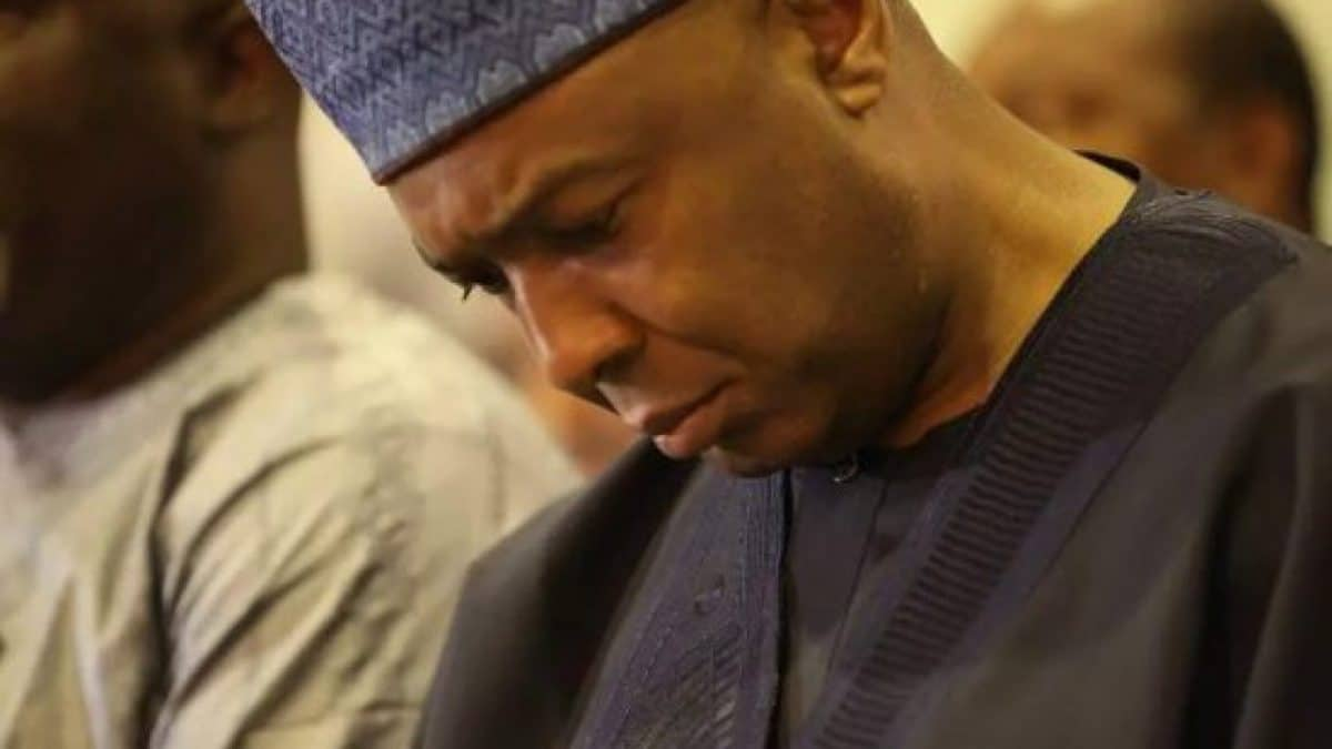 Kwara probes Saraki govt, others over alleged N300m controversial LG funds https://dailypost.ng/2020/08/04/kwara-probes-saraki-govt-others-over-alleged-n300m-controversial-lg-funds/…pic.twitter.com/WcQjGm0k6H